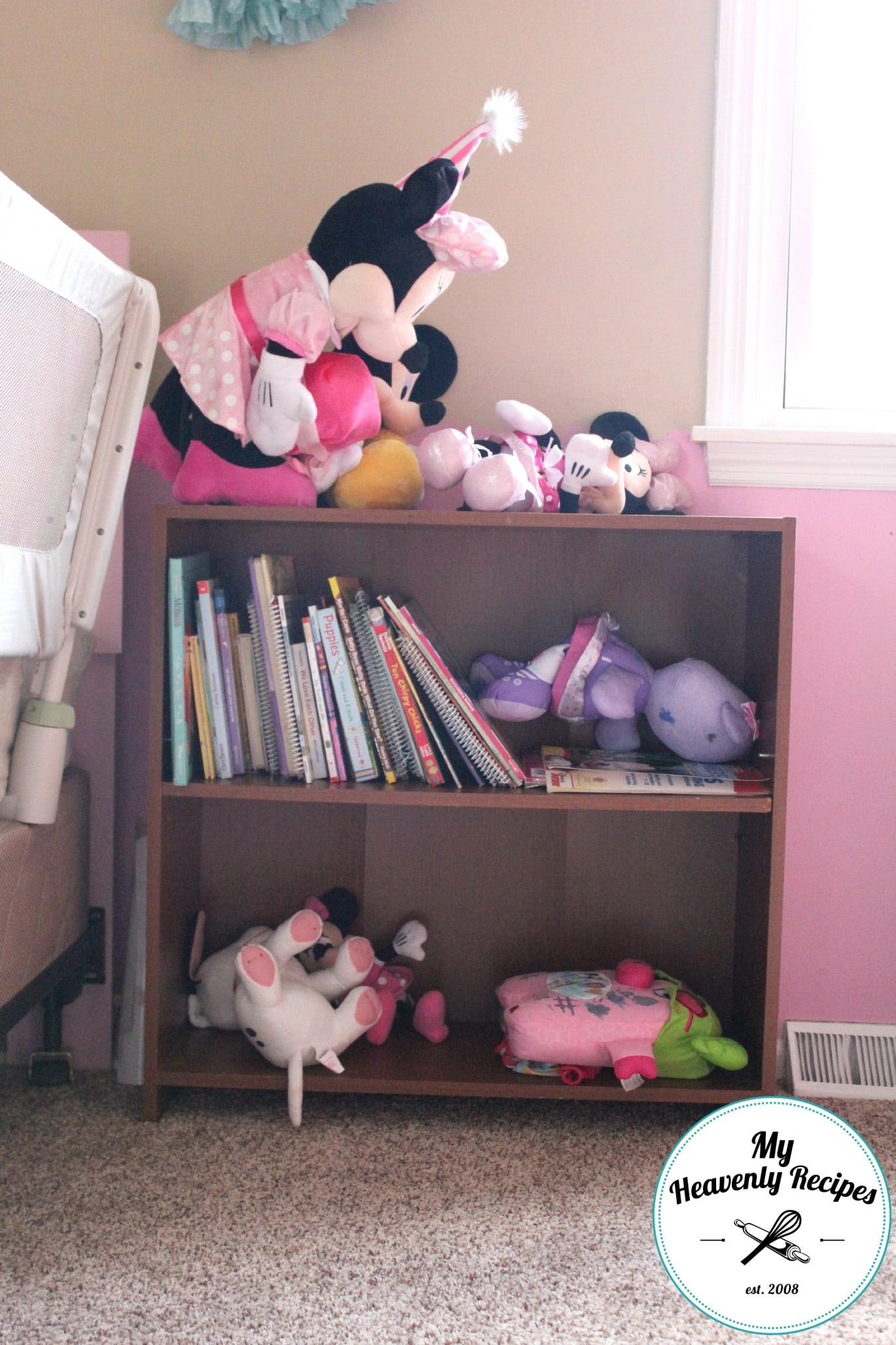 Bookshelf Makeover Before