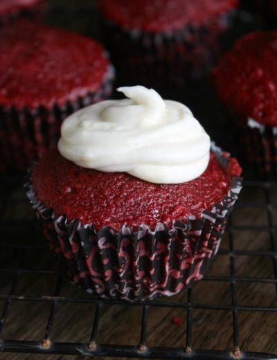 making a red velvet cupcakes recipe