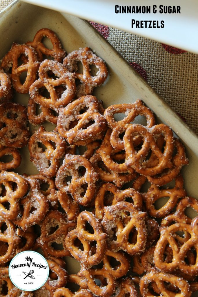 Seasoned Pretzels Recipe: This Quick & Easy Cinnamon Seasoned Pretzels Recipe is a great homemade food gift idea everyone will love!