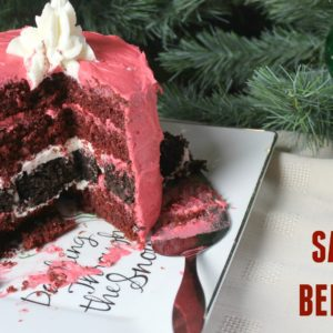 an easy Christmas cake decorated to look like Santa's belt