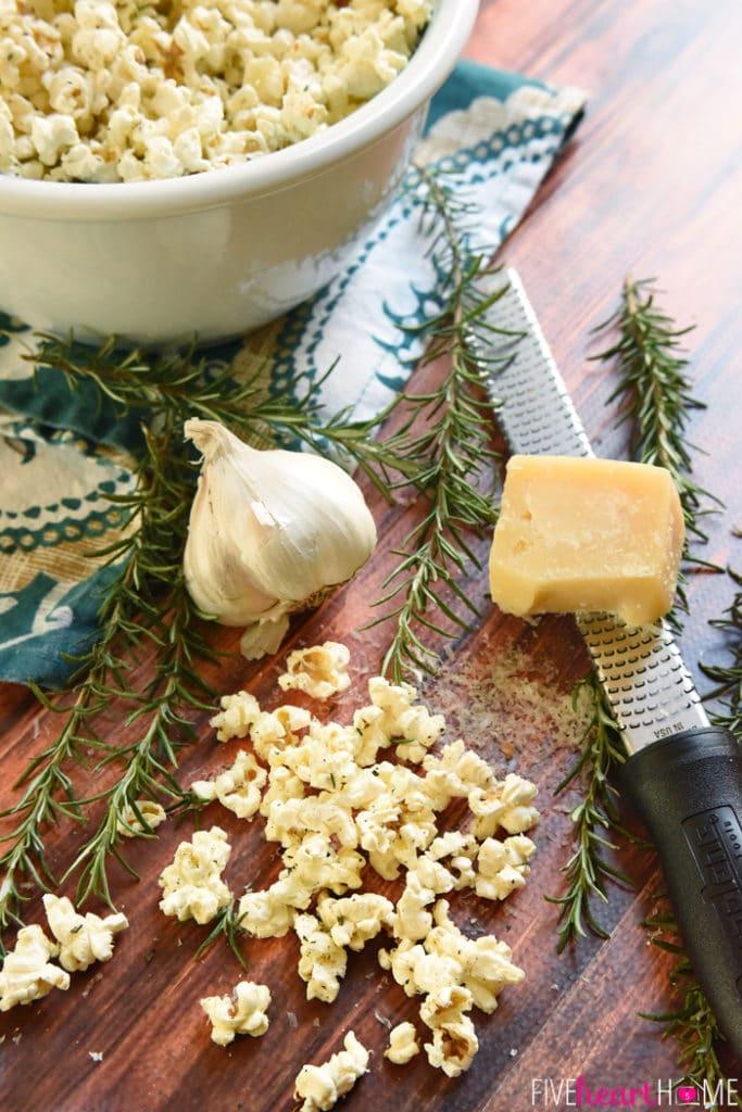 Rosemary-Parmesan-Garlic-flavored Popcorn-Recipe