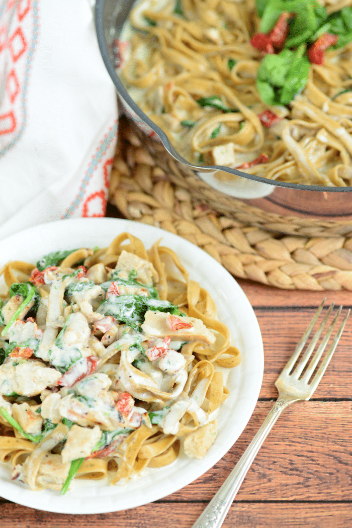 An easy recipe like this Creamy Tuscan Chicken Pasta is a MUST TRY for all pasta lovers!