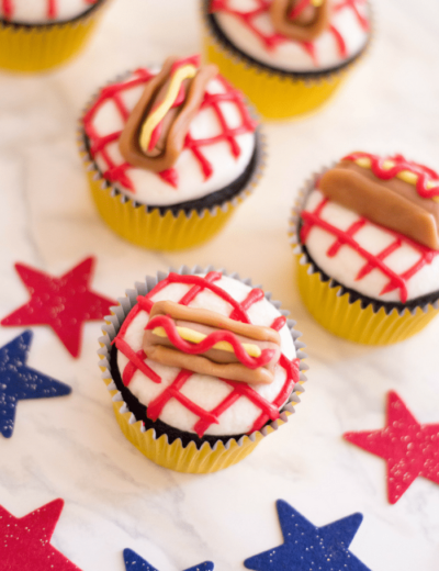 If you're having a party for kids (or adults), try making these Hot Dog Cupcakes for dessert! They're sure to catch everyone's attention in the room.