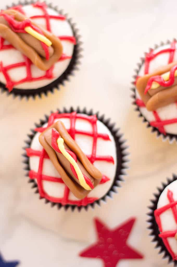 The red and yellow frosting make these hot dog cupcakes look very inviting - like real mustard and ketchup! The colors just really grab your attention!