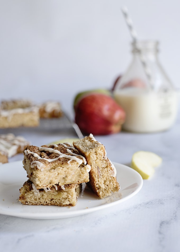 Apple Snack Cakes will always be welcome on any occasion! Make them for your buffet spread, bring them over to a friend's house, or save some for the next days' packed lunches or picnics. You can also make them for Halloween if bobbing for apples isn't your thing!