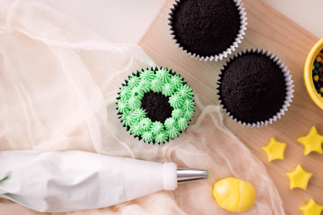 cupcakes, fondant, icing bag
