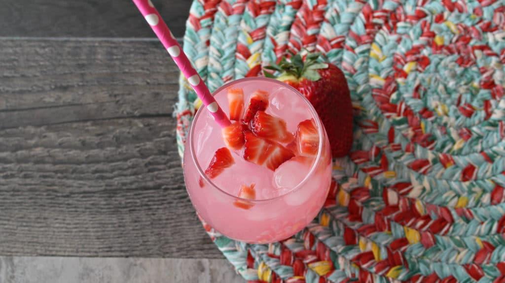 Refreshing Strawberry Lemonade Vodka Cocktail