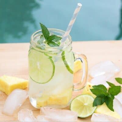 How to Make Pineapple Lime Mojitos